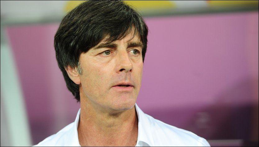 BANNKET ALLE: Joachim Löw og Tyskland tok tre seirer i gruppespillet, og er klare for kvartfinale mot Hellas. Da skal Löw forsøke å holde bannskapen på et minimum. Foto: Adam Davy, Pa Photos