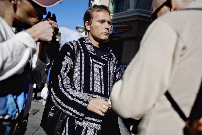 SKUFFET: Arild Knutsen, leder i Foreningen for human narkotiapolitikk, mener han kommer til å knuse mange drømmer når han forteller rusmisbrukerne på gaten i Oslo at det ikke blir noe prøveprosjekt med heroinassistert rehabilitering. Foto: Simen Grytøyr