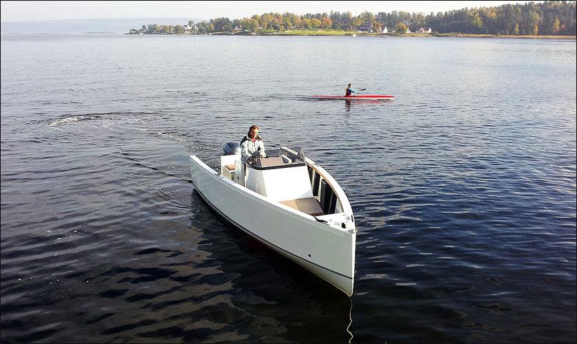 MED BALLASTTANK: Franske Smartboat fyller ballasttanken på 300 liter etter kjøreforhold. Foto: Jørn Finsrud (Båtliv)