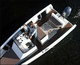 ÅPEN: Smartboat er ikke en båt du setter ut i grov sjø med, og den er ikke sertifisert for mer enn CE-kategori D. Foto: Jørn Finsrud (Båtliv)