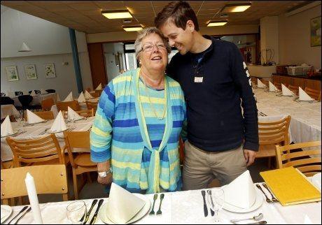 MAMMAGUTT: Knut Arild Hareides mor Tordis er overlykkelig over at sønnen nå skal gifte seg. Da VG Nett snakket med henne rett etter forlovelsen ble kjent i fjor, brøt moren ut: «Endelig! Det var på tide!». Foto: Hallgeir Vågenes