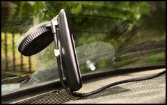 Stativet er upraktisk om du skal ha med deg GPS-en ut, eller gjemme den i bilen. (Foto: Einar Eriksen, Amobil.no)