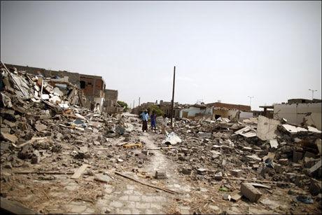 INTENSE KAMPER: Jemenittiske regjeringsstyrker, støttet av USA, ligger i harde kamper med al-Qaida i provinsen der nordmannen skal oppholde seg. Amerikanske rakettangrep er dagligdage. Foto: REUTERS/Khaled Abdullah