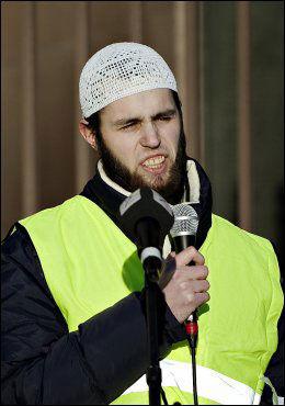 OPPSØKT AV PST: I februar 2010 holdt Per Yousef Bartho Assidiq (21) en appell i en demonstrasjon mot at Dagbladet hadde publisert en Muhammed-karikatur. Da skal han allerede vært avhørt av PST. Foto: KRISTIAN HELGESEN/ VG