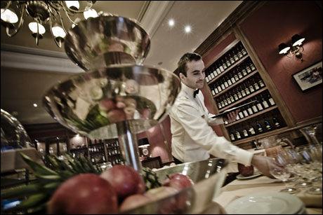 STILFULLT: Slik ser frokostsalen ut i Marrol's Boutique Hotel i Bratislava. Foto: EXPEDIA