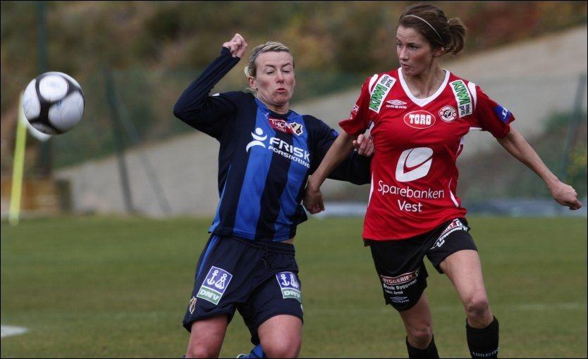 I FORM: Stabæk-spiller Kristy Moore (t.v.) scoret to mål i 7-1-seieren borte mot Sandviken lørdag. Foto: NTB Scanpix