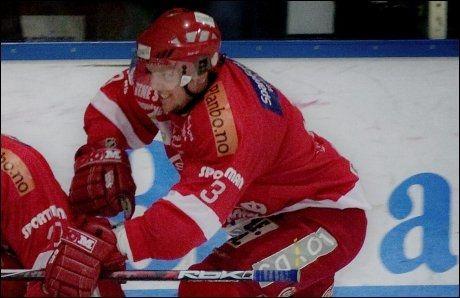 OMKOM: Tidligere Stjernen-spiller Anders Helgesen omkom natt til søndag i en MC-ulykke. Her i aksjon mot Sparta i sin siste sesong som Stjernen-spiller. Foto: Linn Cathrin Olsen, VG