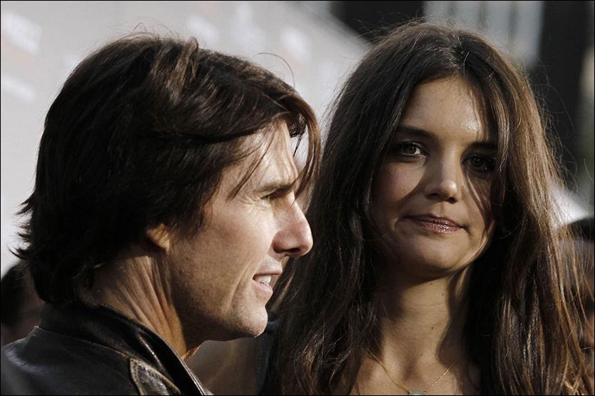 """KAN MISTE OMSORGEN: Katie Holmes vil ikke dele omsorgsretten for datteren med Tom Cruice etter skilsmissen. Her er de på premieren av """"The Kennedys"""" i California i mars. Foto: Matt Sayles/AP Photo."""