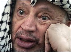 GIFTFUNN: Det er funnet rester etter den radioaktive giften polonium på Yasir Arafats eiendeler. Det er slått fast at poloniumet er kjemisk fremstilt. Her er Arafat avbildet i 2001, tre år før han døde. Foto: Reuters