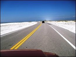 LEIEBILFERIE: Mange drømmer om en biltur over det amerikanske kontinentet. Da er det greit å vite hva leiebilen koster. Her fra Pensacola, Florida. Foto: SVEN ARNE BUGGELAND
