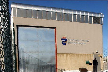 DÅRLIG MAT: Muslimene i Tromsø fengsel (bakgrunnen) er misfornøyde. Foto: Ronald Johansen
