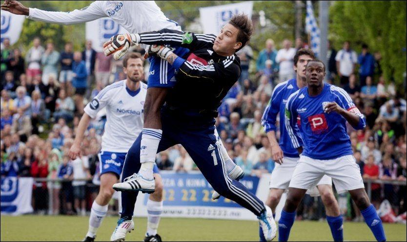I MÅL: Kjelsås Fotball sin keeper Robin Vikskjold under 2. runde i NM i fotball for menn på Grefsen stadion i Oslo i fjor. Foto: NTB Scanpix/ Kyrre Lien