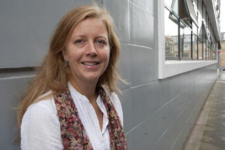 KREVER REAKSJON: Volden sjokkerer også Polly Truscott, leder av Amnestys Sørasia-avdeling. Hun mener det viktigste nå er at de ansvarlige for drapet må straffes. Foto: Amnesty International