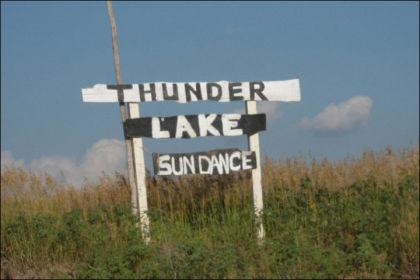 PINE RIDGE: Soldansen i Thunder Lake indianernes nyttårsfeiring. Foto: Privat