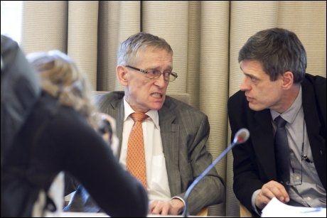 HOLDER TILSYN: Assisterende direktør i Statens helsetilsyn, Geir Sverre Braut (til høyre), sier de ikke har ressurser til å undersøke alle selvmord. Her sammen med direktør Lars Erik Hanssen (til venstre) tidligere i år. Foto: Scanpix Foto: