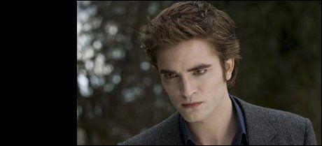 I KJENT STIL: Håret til Edward Cullen er vanligvis brunt og fyldig. Her er han i «The Twilight saga - New Moon» i 2008. Foto Nordisk Film Distribusjon AS.