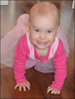 GLEDER SEG: Lille Sofia gleder seg nå til sin første bursdag. Foto: Privat
