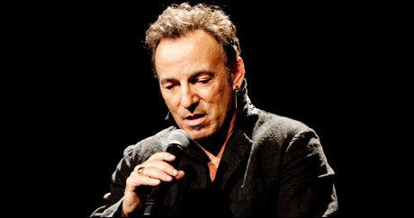 HYLLER OFRENE: Ifølge TV 2 ble det i dag bekreftet at Bruce Springsteen skal opptre under 22. juli-markeringen på Rådhusplassen på søndag. Foto: Yann Orhan
