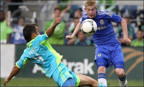 DEBUTANT: Også Kevin de Bruyne fikk første kamp i Chelsea-trøya i natt. Han hadde den største målsjansen i annen omgang, men greide ikke å sette ballen i mål. Foto: Ap/ OTTO GREULE JR