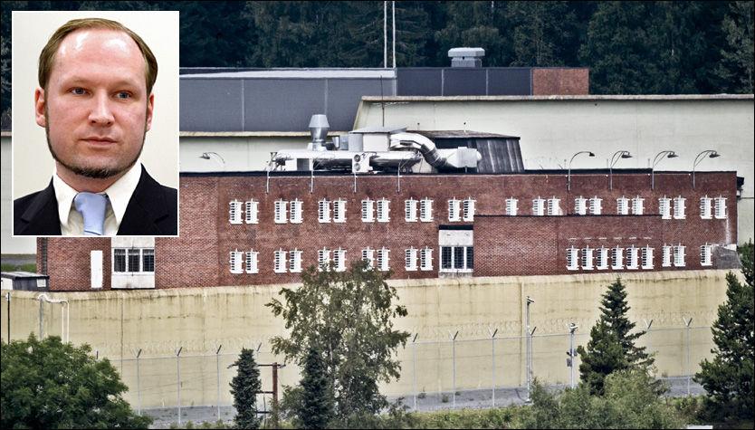 SER TV PÅ CELLA: Her i Ila fengsel vil Anders Behring Breivik (33) følge med på TV for å se hvordan samfunnet minne de 77 menneskene han drepte for ett år siden. Foto: HELGE MIKALSEN / KRISTER SØRBØ