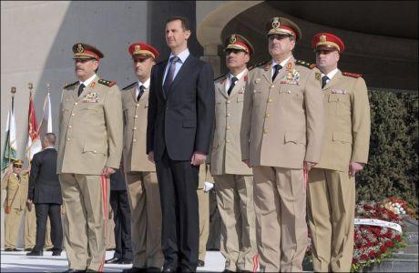 TYNNERE I TOPPEN: I går døde to av Syrias president Assads to nærmeste medarbeidere i et bombeangrep. I dag døde også landets etteretningssjef av skadene i angrepet. Foto: Reuters
