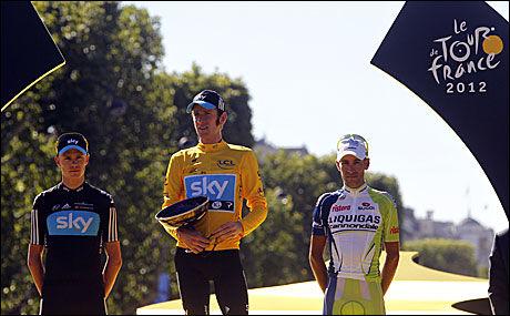 TOUR-PALLEN: Bradley Wiggins vant Tour de France foran Chris Froome (t.v.) og Vincenzo Nibali. Foto: AFP