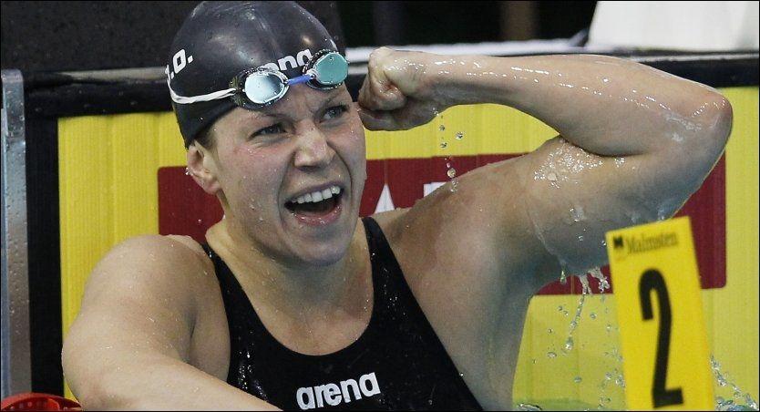 OL-KLAR: Sara Nordenstam jubler etter at hun vant gull på 200 meter bryst i EM i Dresden 25.mai i år. Foto: Ap/ Michael Sohn