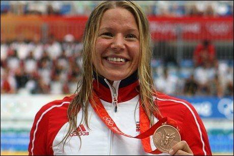 BRONSEVINNER: Sara Nordenstam jubler over bronsen hun tok for fire år siden under OL i Beijing. Foto: PA/ John Walton