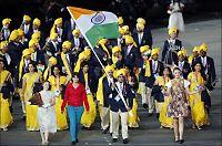 Raser etter at mystisk kvinne snek seg inn med Indias OL-tropp