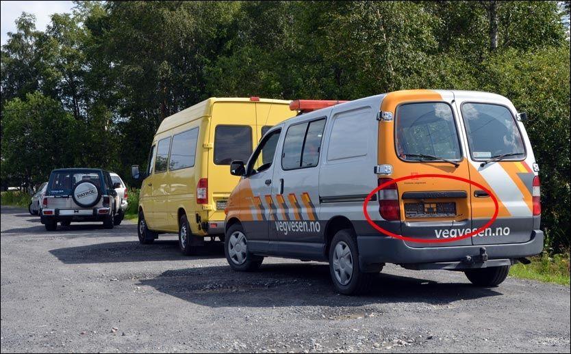 OOPS: Her står Statens vegvesen sin egen bil etter å ha blitt avskiltet i en kontroll av nettopp Statens vegvesen og Utrykningspolitiet (UP). Foto: RANDI UNDSETH / ØSTLENDINGEN