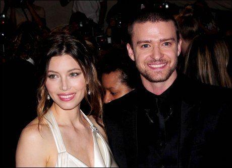 FORLOVET: Jessica Biel er forlovet med artisten Justin Timberlake (31). Her er de på «The Costume Institute Gala Benefit» i 2010. Foto: wenn.com.