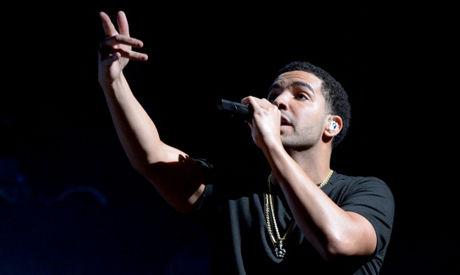 FIRE NOMINASJONER: Drake har like store vinnersjanser som Rihanna under prisutdelingen i september. Her er han under «The Verizon Wireless Amphitheatre» i mai. Foto: Kevin Winter.
