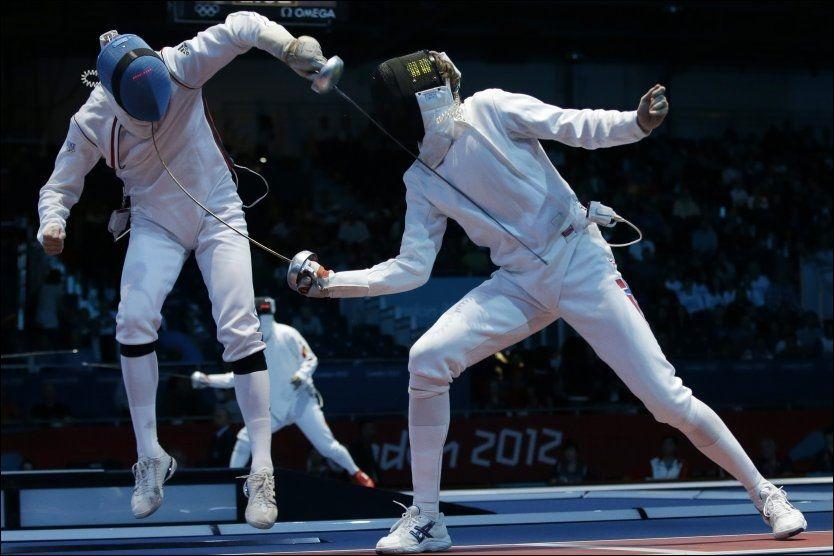TREFFSIKKER: Bartosz Piasecki (t.h.) treffer franske Gauther Grumier i 16-delsfinalen. Foto: AP