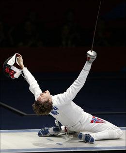 ELLEVILL JUBEL: Bartosz Piasecki legger hodet tilbake og skriker av glede etter å ha tatt seg videre til finalen. Foto: Reuters