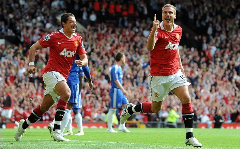 GLEDE: Nemanja Vidic jubler for scoringen mot Chelsea i mai 2011 - med en smilende Javier Hernandez løpende etter seg. Nå blir Vidic med til Oslo. Foto: Tony Marshall, Pa Photos