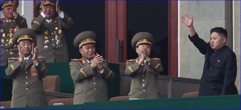 BER OM EN HÅND: Nord-Koreas leder, Kim Jung-Un, holder vanligvis landet lukket, men etter oversvømmelser i sommer har han tillatt utsendte fra FN å inspisere behovet for nødhjelp. Foto: Reuters