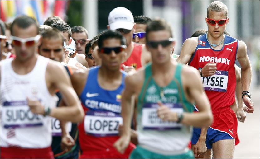 TILBAKE: Erik Tysse (til h. her) havnet et stykke bak de beste i OL. Foto: NTB Scanpix