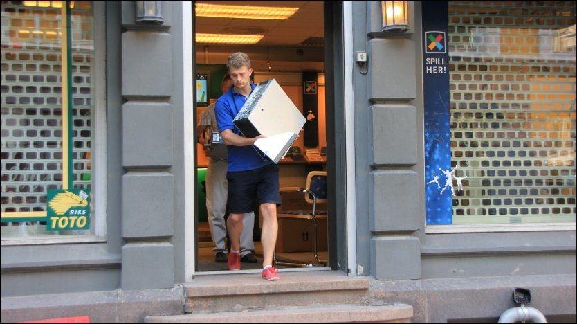 RAZZIA: Her slår politiet til mot spillekommisjonæren (56) den 26. juli - over tre år etter at Norsk Tipping varslet for første gang. Han anses som hovedmannen i nettverket som organiserte kampfiksing. Foto: Ole N. Olsen, VG