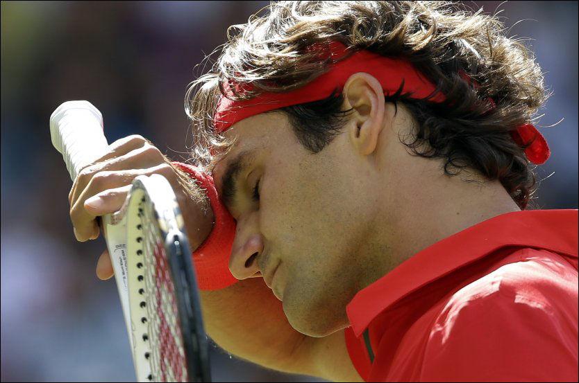 SØLVGUTT: Roger Federer klarte ikke å gjøre medaljesamlingen komplett da han møtte Andy Murray i dag. Foto: AP