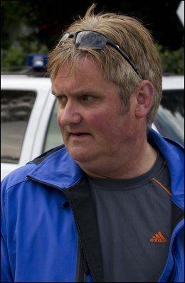 STERKT PREGET: Talsmann for familien, Geir Strand, sier hele nabolaget sliter med den tunge usikkerheten. Foto: Frode Hansen