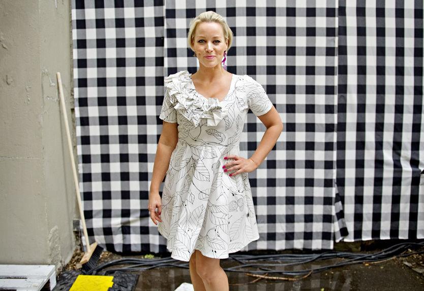 FLØRTER FOR INSPIRASJON: Hanne Sørvaags sommerflørter gir henne inspirasjon til å skrive nye låter. Foto: Eivind Griffith Brænde