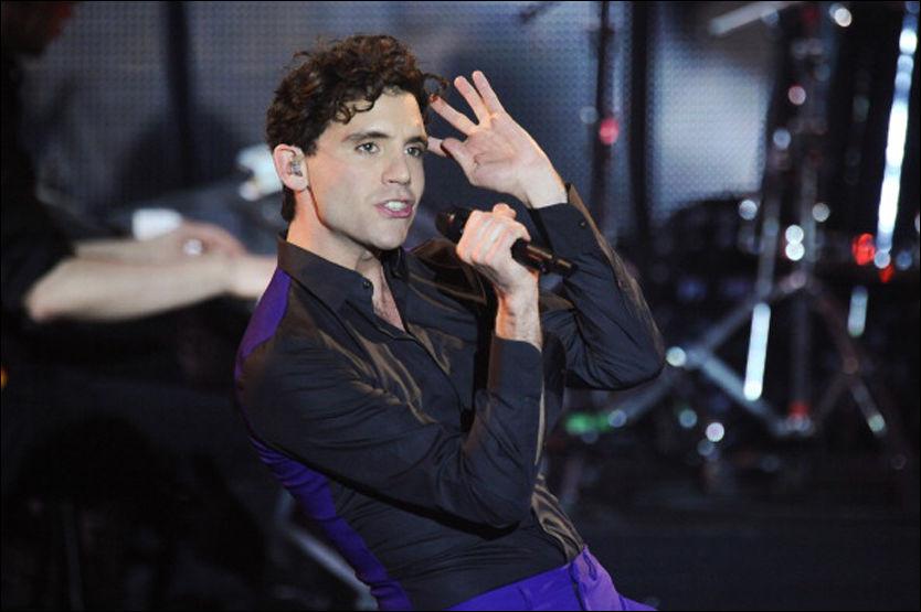 ÆRLIG: Mika har bestemt seg for å være ærlig om privatlivet sitt. Her er han under en konsert i Paris i mars. Foto: Stringer.