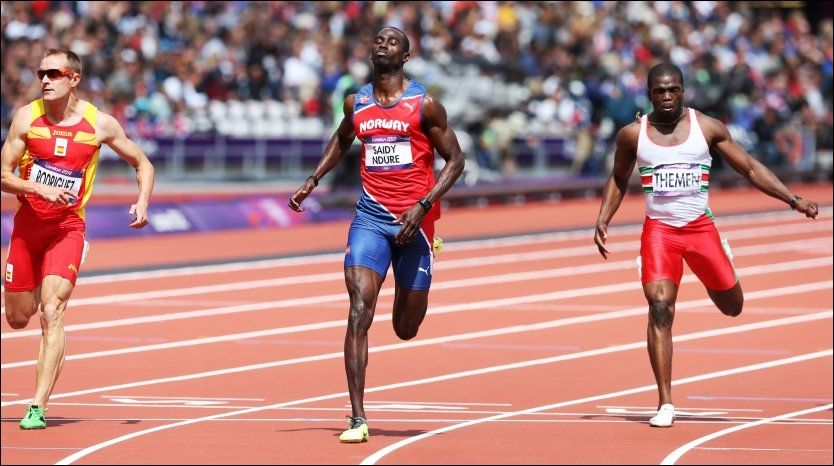 TIL SEMIFINALE: Jaysuma Ndure er klar for semifinale på 200-meteren. Her løper han 100-meteren tidligere i OL - der han dummet seg ut. Foto: Erik Johansen, NTB Scanpix