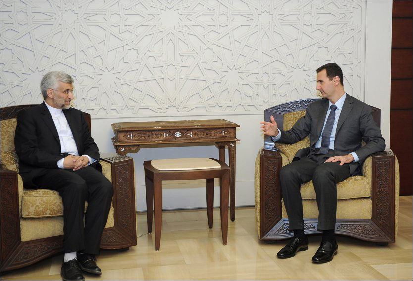 SYRIA MØTER IRAN: Syrias president Bashar al-Assad (t.h.)i møte med Saeed Jalili, rådgiveren til Irans øverste leder, ayatollah Ali Khamenei i Damascus. Foto: Afp