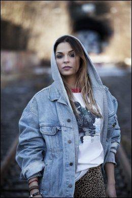 PERSONLIG OPPGJØR: Alina synger om sin egen negative side i hitlåten «Flytta På Dej». Foto: EMI.