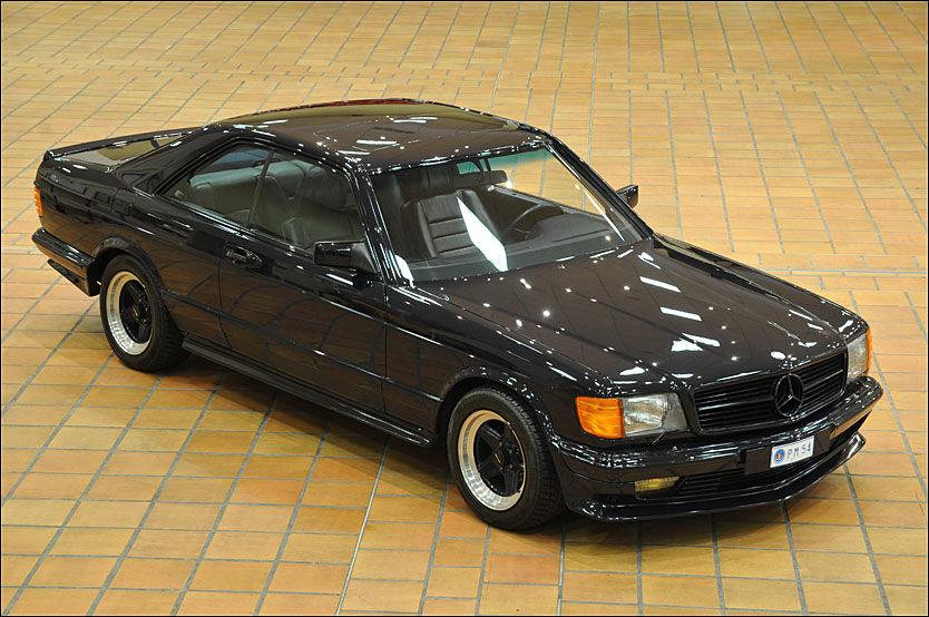 SELV-SPEKK: En Mercedes 500 SEC, spekket av prinsen selv, med AMG-mekanikk og i prinsens favorittfarge, blå, gikk for 865.000 kroner. Foto: Artcurial Motorcars