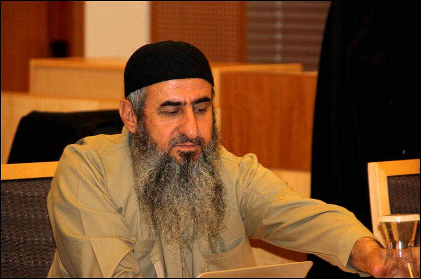 FORKLARTE SEG: Mulla Krekar snakket for første gang torsdag i rettssaken mot han. Det resulterte i gråt. Foto: VESLEMØY EINETEIG CHRISTIANSEN