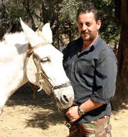 MINDRE JOBB: Eftikhis Marakakis har mindre å gjøre, nå som det er mange færre turister i ravinen. Foto: MONA LANGSET Foto: