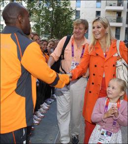 FANMØTE: Prinsesse Maxima og resten av de nederlanske kongelige fikk hilse på sprinteren Churandy Martina i London. Foto: Afp