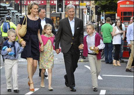 PÅ STORBYTUR: Belgiske prins Philippe og prinsesse Mathilde har vist Elisabeth, Eléonore Gabriel og Emmanuel rundt i London mellom øvelsene. Foto: Reuters